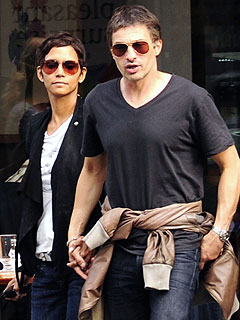 PHOTO: Halle Berry & Olivier Martinez Hold Hands in London