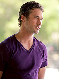 Vampire Diaries: Taylor Kinney Plays a Werewolf