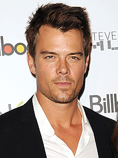 Josh Duhamel Kicked Off a Plane for Texting