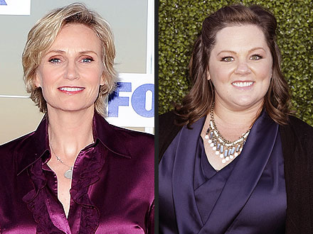 Emmy Awards: Jane Lynch Hosting Emmys; Gets Praise from Melissa McCarthy
