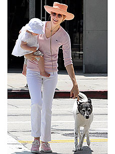 Kelly Rutherford&#39;s Dog Is Protective of Her Little &#39;Pack&#39;