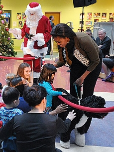 Bo's Secret Santas? Malia and Sasha!
