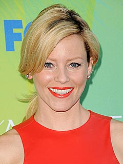 Memorial Day: Elizabeth Banks Is Grilling, Not Sleeping