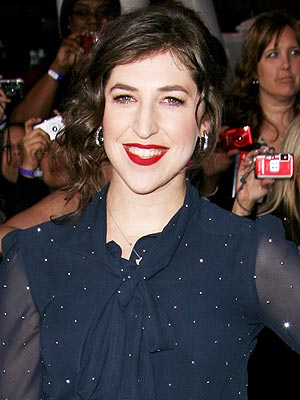 Mayim Bialik Returns to TV Set After Serious Car Accident