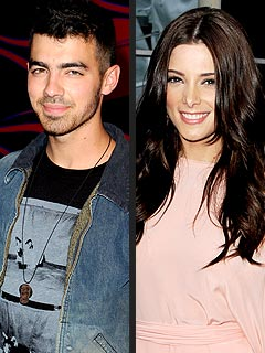Ashley Greene & Joe Jonas&#39;s PDA-filled Night