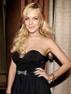 Lindsay Lohan Tweets about House Arrest