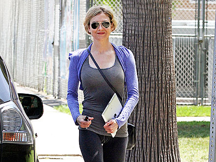 Renée Zellweger Drops Off Her Laundry in L.A.