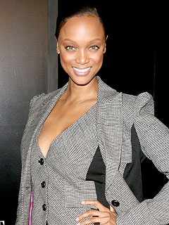Tyra Banks Dines Poolside in Miami