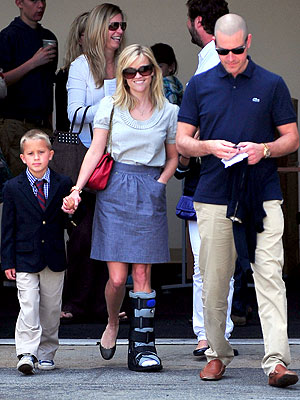 Reese Witherspoon in a Cast -- Ankle Sprain