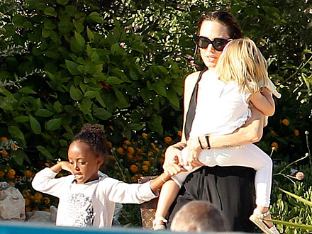 Angelina Jolie, Brad Pitt Pictures: Take Kids Swimming with Dolphins