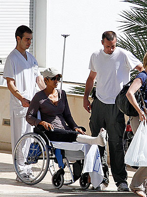 Halle Berry Breaks Her Foot in Spain