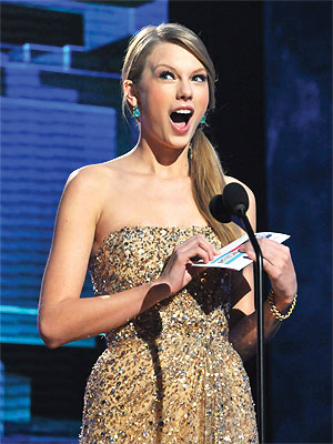 AMAs 2011: Taylor Swift, Adele and Jennifer Lopez Win Big