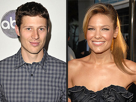 Zach Gilford Engaged to Kiele Sanchez; Friday Night Lights Star to Marry