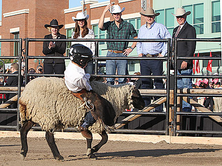 Will & Kate in Canada: Mutton Busting!