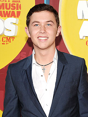 American Idol Winner Scotty McCreery&#39;s Dogs Are &#39;Fou-Fou&#39; Much!