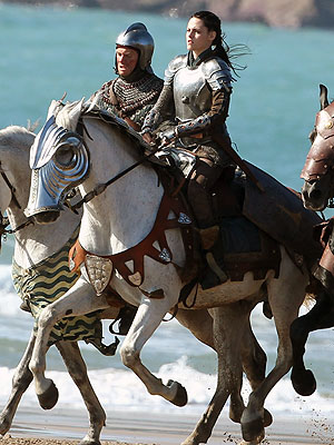 Kristen Stewart Filming Snow White and the Huntsman on a Horse