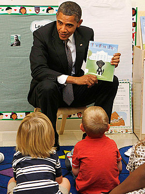 PHOTO: President Obama Reads a Book About Bo to Kids