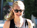 Stars' Dog-Walking Style | Amanda Seyfried