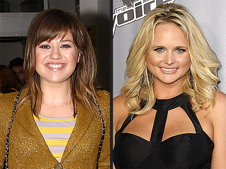Kelly Clarkson & Miranda Lambert Meet Up for Dinner with Pals