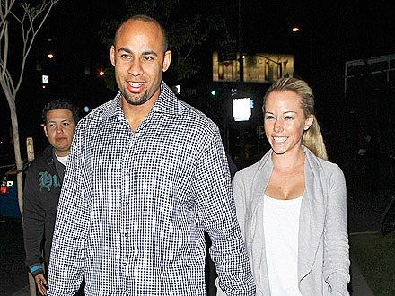 Kendra & Hank Share a Casual Date Night