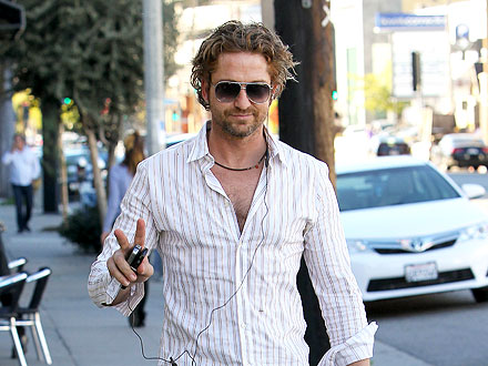Gerard Butler Visits Beacher's Madhouse a Week After Rehab