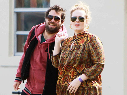 Adele & Boyfriend Stay 'In Sync' During Romantic Dinner Date