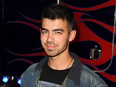 Joe Jonas Sips Poolside Daiquiris in South Beach