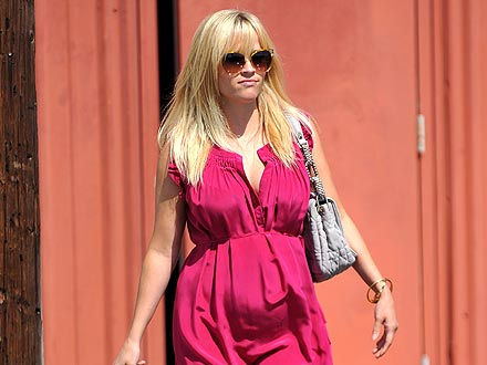Pregnant Reese Witherspoon Steps Out for a Ladies-Only Lunch