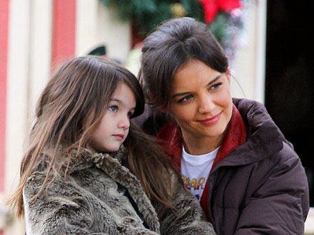 Suri  Katie Holmes on Katie Holmes And Suri Cruise S Mother Daughter Flea Market Day   Katie