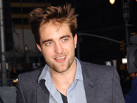 Rob Pattinson Mingles with Restaurant Guests While Awaiting His Table