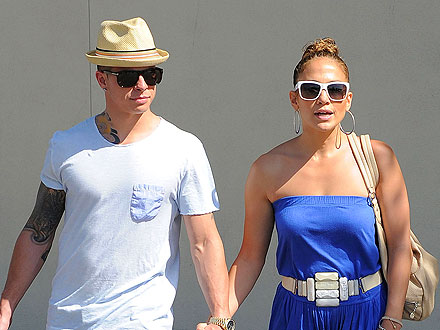 Jennifer Lopez & Casper Smart Load Up on Shades & Shoes in East Hampton