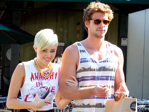 Miley Cyrus & Liam Hemsworth&#39;s &#39;Affectionate&#39; Dinner in L.A.