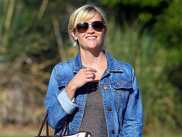 Pregnant Reese Witherspoon Goes From Soccer to the Salon
