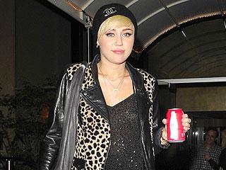 Miley Cyrus Gets Down with a Mini Nicki Minaj   Miley Cyrus