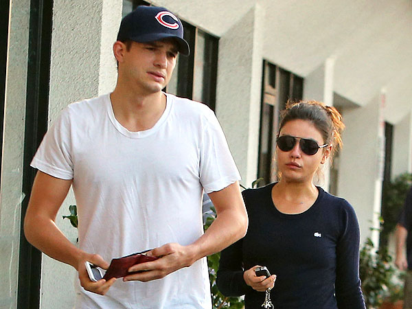 Ashton Kutcher & Mila Kunis Share 'Flirtatious' Lunch in Chicago