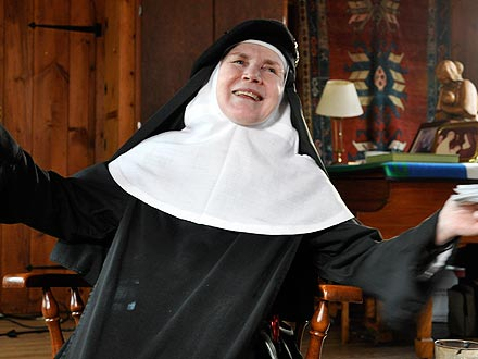 Oscars 2012: Nun Dolores Hart, Who Starred with Elvis, to Appear