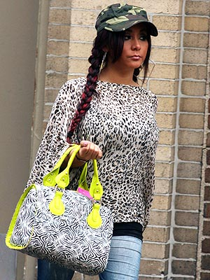 Snooki Pregnant: Spotted Out with Loose Shirt, Oversized Bag