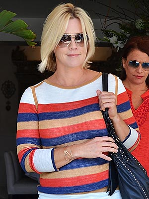 Jennie Garth Steps Out Sans Wedding Ring