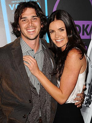 Ben Flajnik, Courtney Robertson Engaged; In Long-Distance Romance