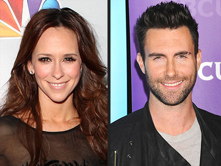 Jennifer Love Hewitt Has Her Eye on Newly Single Adam Levine