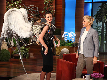 Miranda Kerr, Ellen DeGeneres Exchange Gifts