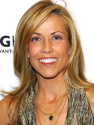 Sheryl Crow Brain Tumor: Singer Thinks It Was Caused By Her Cell Phone