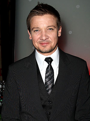 Jeremy Renner Talks Dogs on Tonight Show with Jay Leno