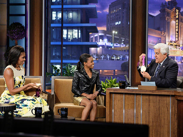 Gabby Douglas Shows Off Gold to Michelle Obama on 'Tonight'