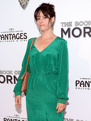 Emmys 2012: Parker Posey Spoofs How to Give Emmy Speech