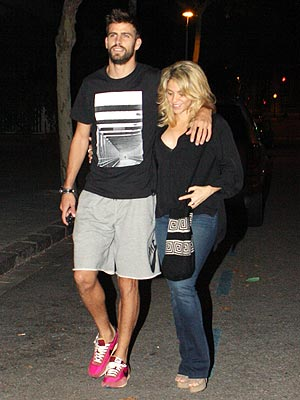 Shakira Pregnant - Out with Boyfriend Gerard Pique - Pictures