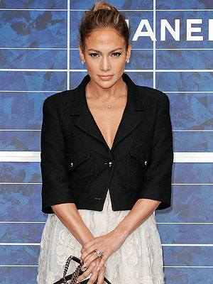Jennifer Lopez, Casper Smart: Sources Doubt Ring Is for Engagement