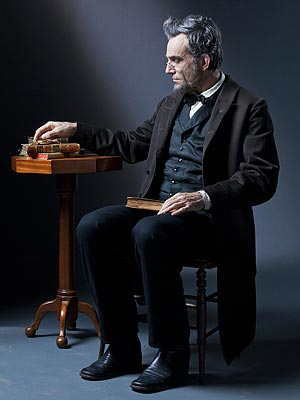 Lincoln Review: Daniel Day-Lewis Deserves an Oscar Nod