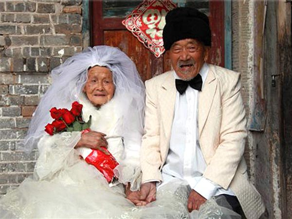 Wedding Photos Come 88 Years Late for Couple