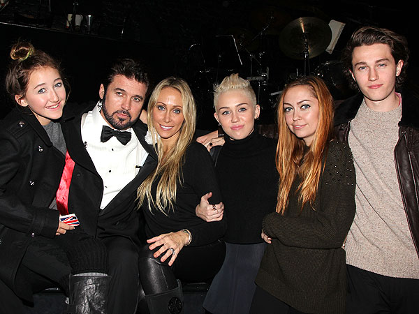 Miley Cyrus Celebrates in New York – with Her Entire Family!